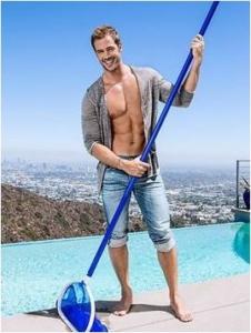 fotos de famosos limpiando, william levy limpiando,