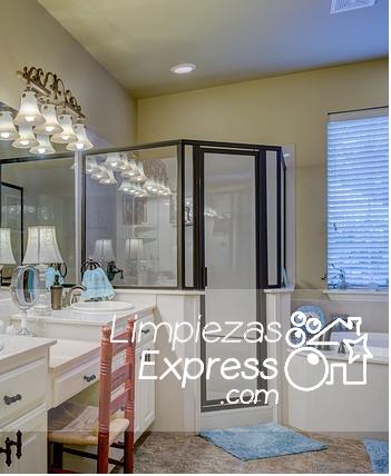 Cómo limpiar las mamparas y cortinas del baño, limpiar mamparas baño, cómo limpiar mampara ducha,