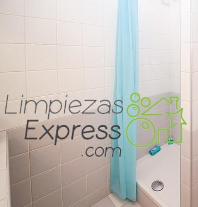 Cómo limpiar las mamparas y cortinas del baño, cómo limpiar cortinas de baño, limpieza cortinas de ducha,
