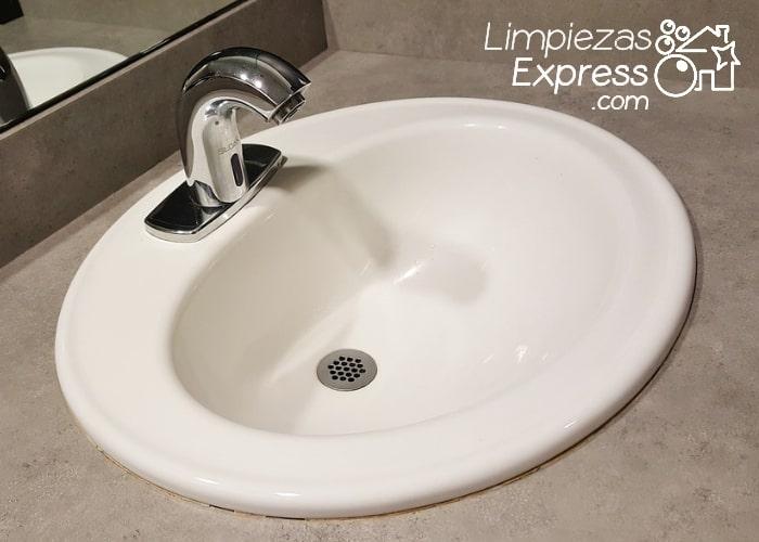 cómo fregar el lavabo, fregar el lavabo paso a paso, tutorial para fregar el lavabo