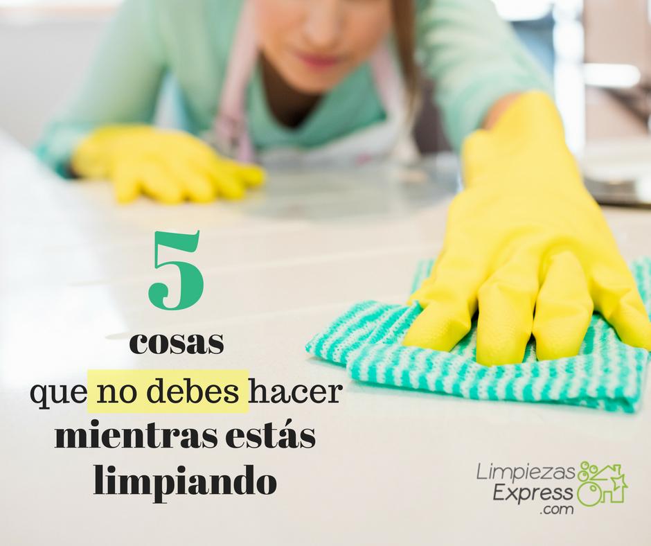 cosas que no debes hacer mientras estas limpiando
