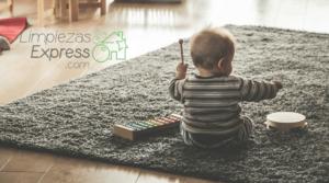 niños viviendo en casa sucia. como afecta a los niños la suciedad, limpieza con niños