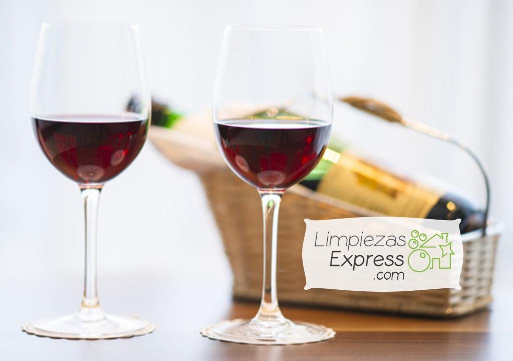 consejos de limpieza, manchas de vino tinto