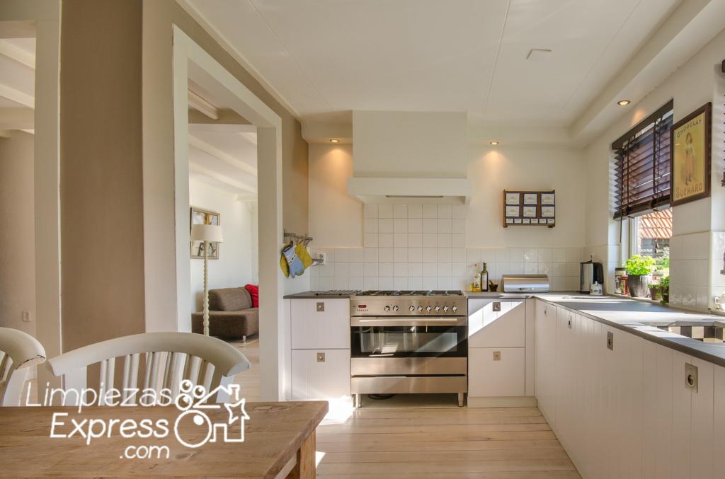 pintar muebles de la cocina, pintores profesionales de pisos