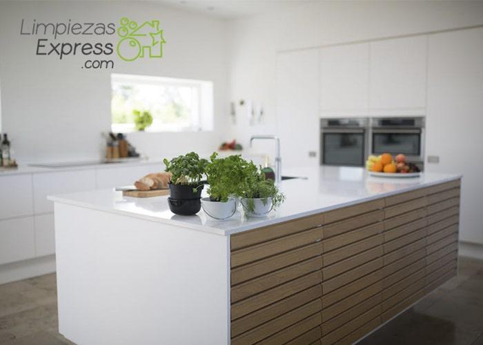 Cómo limpiar los armarios de madera de la cocina | Limpieza