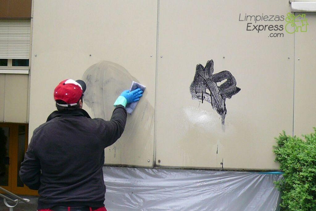 Cómo limpiar paredes llenas de graffitis