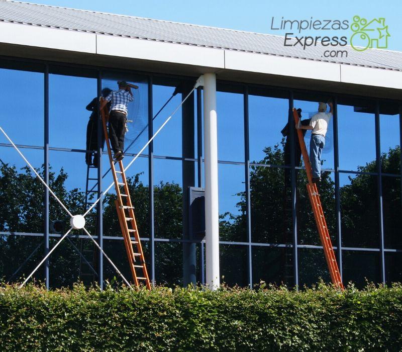limpieza de cristales y ventanas exteriores en altura