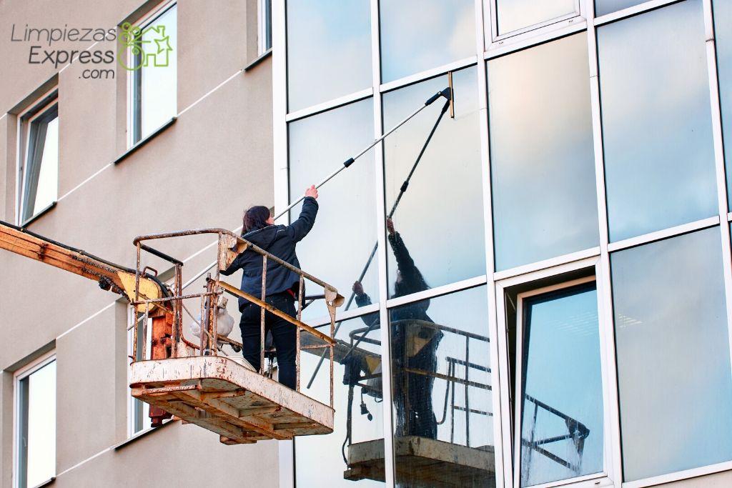 tipos de limpieza de cristales y ventanas de Limpiezas Express