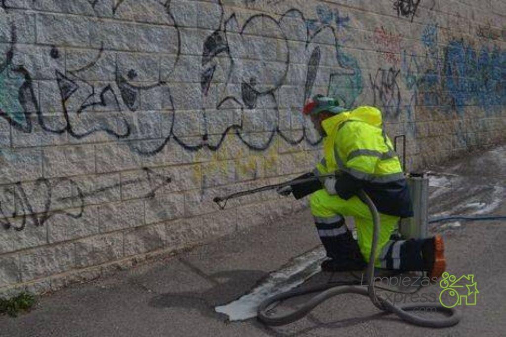 Quita los graffitis de paredes y fachadas