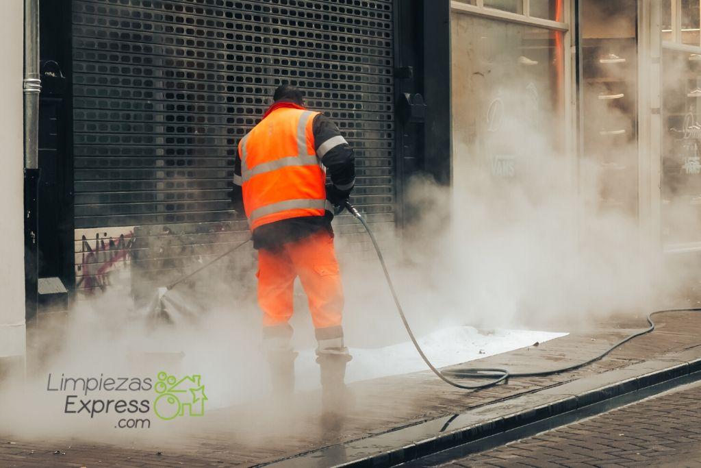 Limpieza de fachadas con graffitis