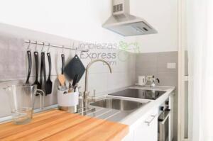 Limpieza de cocina habitada
