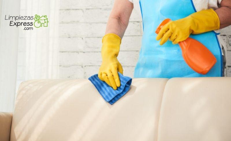 Limpia correctamente tu sofá de cuero