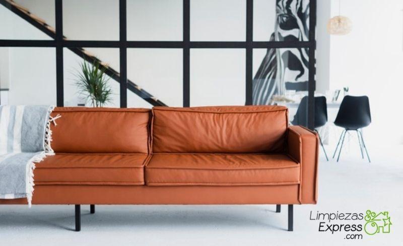 Limpia y saca brillo al cuero de tu sofá